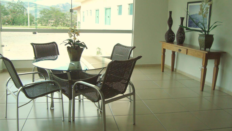 Cadeiras e Decorações da Área Social do Jequitiara Hotel em Itaobim MG