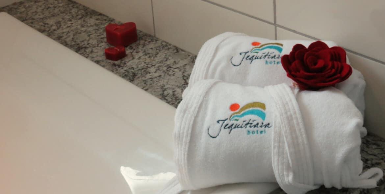Banheiro da Suíte Master no Jequitiara Hotel em Itaobim MG