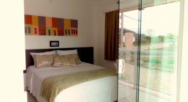 Cama de Casal da Suíte Standard Single do Jequitiara Hotel em Itaobim MG