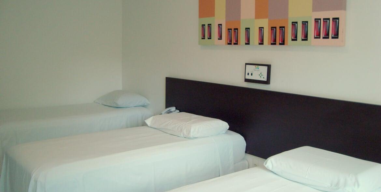 Suíte Luxo Triplo do Jequitiara Hotel em Itaobim MG